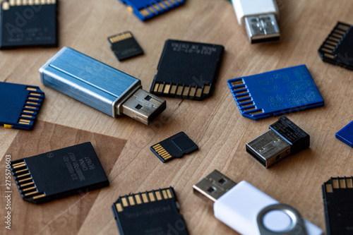 Foto A bunch of memory cards