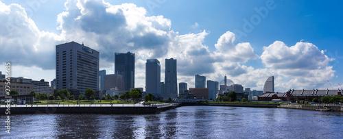 Carta da parati  (神奈川県ー風景パノラマ)像の鼻防波堤から見るみなとみらい都市