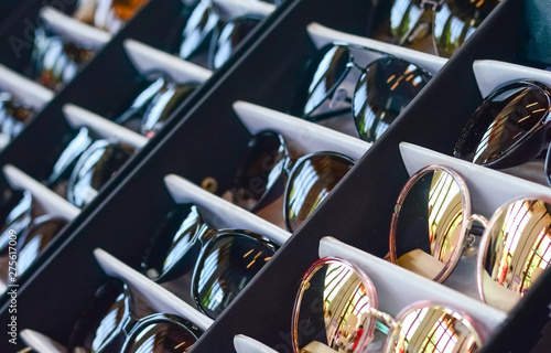Fotografía  Selection of glasses in the store