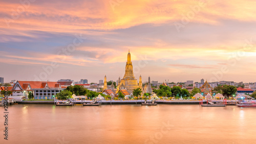 Recess Fitting Bangkok Beautiful view of Wat Arun Temple at twilight in Bangkok, Thailand