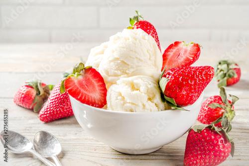 Canvas Prints Countryside Strawberry vanilla ice cream