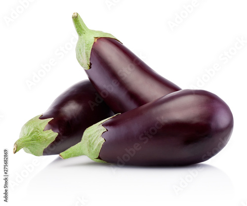 Photo Three fresh eggplants isolated on white background