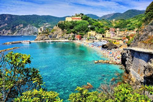 Fond de hotte en verre imprimé Europe Méditérranéenne Cinque Terre village of Monterosso, Italy. View of the village over the brilliant blue sea.