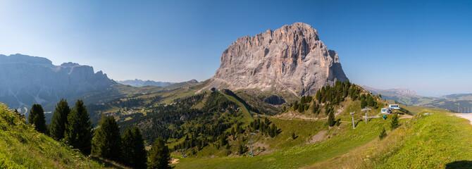 Il Sasso Lungo e il Sasso Piatto visti dall'Alpe di Ciampinoi e dal Rifugio Comici, Val Gardena, Trentino Alto Adige, Italia