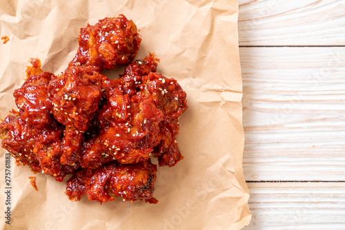 Fototapeta fried chicken with spicy sauce obraz