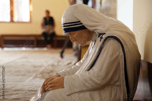 Fotografie, Obraz Statue of Mother Teresa in the chapel of the Mother House, Kolkata, India