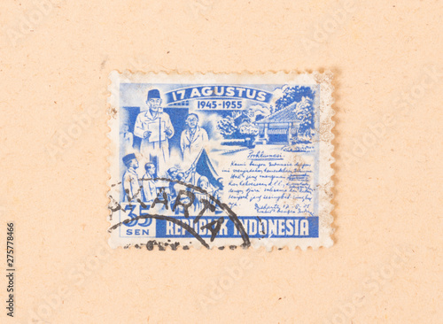 Tela  INDONESIA - CIRCA 1955: A stamp printed in Indonesia shows the period of 1945 to