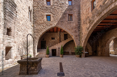 Obraz na plátně View of the Courtyard in the medieval castle of Cardona