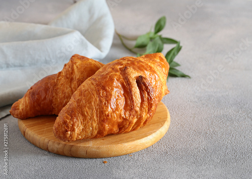 Stickers pour porte Fleur traditional french croissant for breakfast