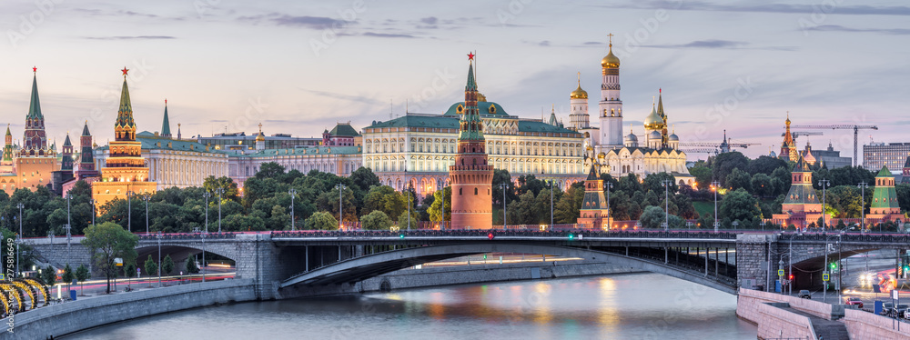 Fototapeta Moscow Kremlin at dusk, Russia. Panoramic view of the famous Moscow center in summer evening. Ancient Kremlin is a top landmark of Moscow. Beautiful cityscape of the old Moscow city in twilight.