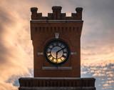 Wszystko wzdłuż Wieży Zegarowej - 275859817