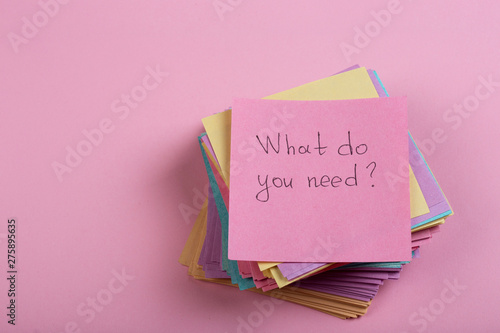 Cuadros en Lienzo  Help and advice concept - sticky note with text What do you need