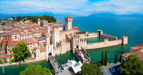 Cadres-photo bureau Bleu ciel Scaligero Castle aerial view, Sirmione