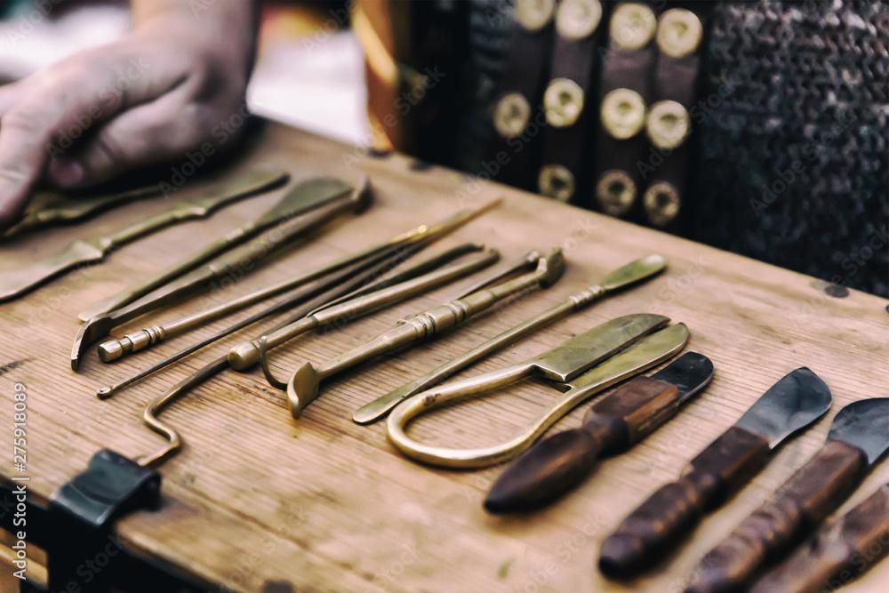 Fototapety, obrazy: tool kit surgeon ancient doctor tweezers scalpel close-up design base