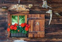 Tiroler Hüttenfenster