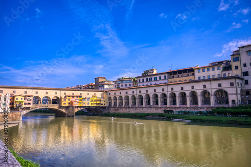 Fototapety, obrazy: A view of the Arno River and the Ponte Vecchio in Florence, Italy.