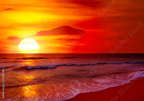 Fotobehang Rood paars Fantastic sunset over ocean