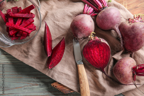 Obraz na plátně Fresh raw beet on table
