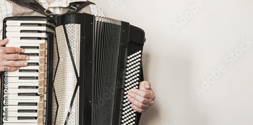 Valokuvatapetti Accordionist plays retro accordion