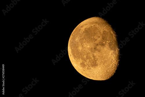 Fotografía  Orange WANING GIBBOUS moon taken on 22.06.2019 in England
