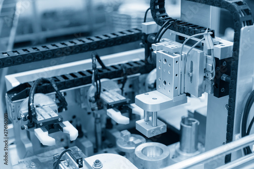 Fotografia  The pneumatic system in the electronics assembly line