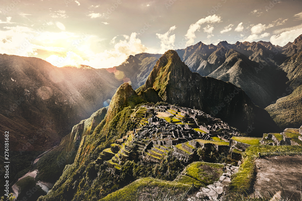 Fototapety, obrazy: View of the ancient Inca City of Machu Picchu. The 15-th century Inca site.'Lost city of the Incas'. Ruins of the Machu Picchu sanctuary. UNESCO World Heritage site.