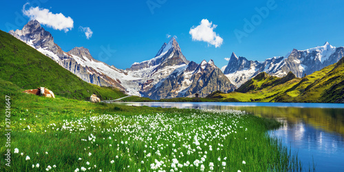 Photo Scenic view on Bernese range above Bachalpsee lake