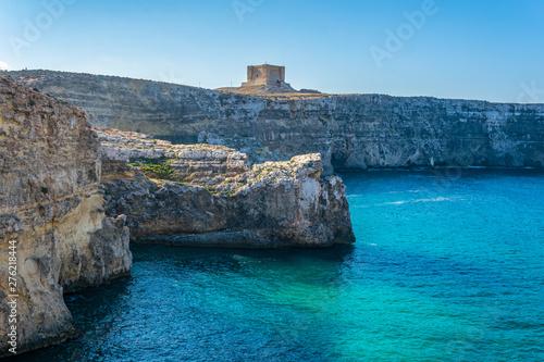 Foto auf Leinwand Blaue Nacht Saint Mary's Tower at Comino island, Malta