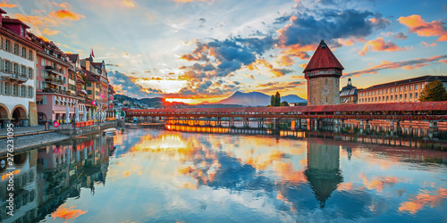 Foto op Canvas Bleke violet Sunset in historic city center of Lucerne with famous Chapel Bridge and lake Lucerne (Vierwaldstattersee), Canton of Lucerne, Switzerland