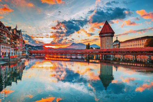 Spoed Fotobehang Bergen Sunset in historic city center of Lucerne with famous Chapel Bridge and lake Lucerne (Vierwaldstattersee), Canton of Lucerne, Switzerland