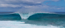 Turquoise Breaking Wave Approa...