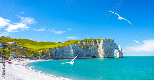 Canvas Print Picturesque panoramic landscape on the cliffs of Etretat