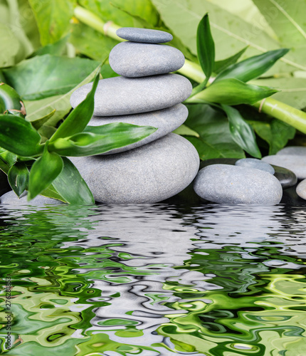 Okleiny na drzwi kamienie  spa-concept-with-zen-stones-and-bamboo