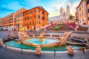 Piazza de Spagna u Rimu, Italija. Španjolski koraci ujutro. Rimska arhitektura i znamenitost.
