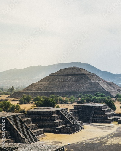 Tuinposter Mexico pyramid of the sun in the desert