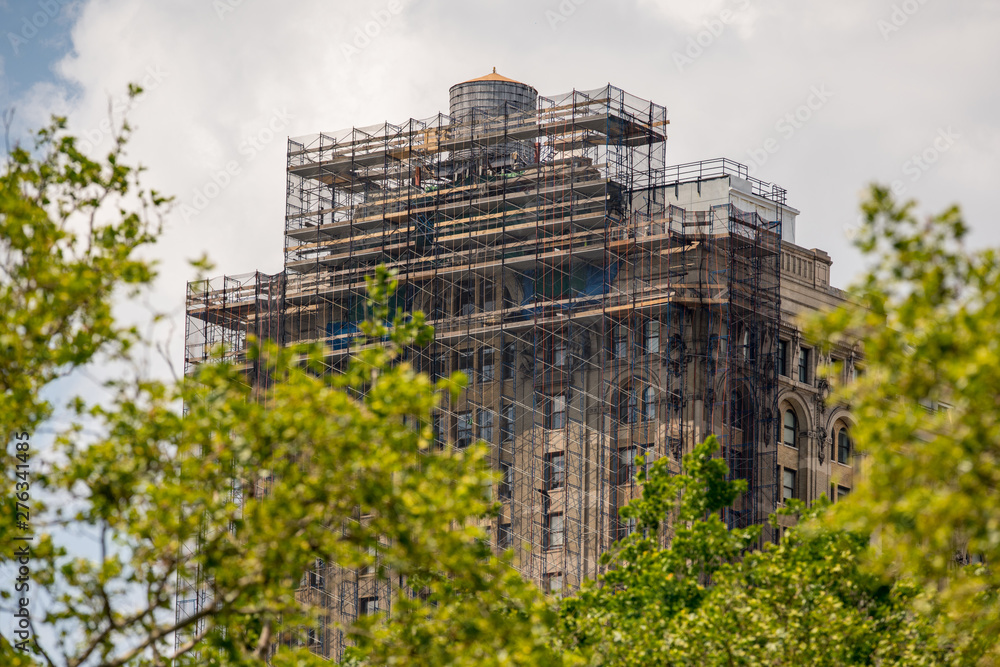 Fototapety, obrazy: Building under construction with scaffolding in New York Manhattan