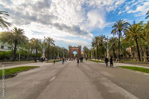 Foto auf AluDibond Barcelona Barcelona, Spain - April, 2019: Arc de Triomf de Barcelona is a triumphal arch in the city of Barcelona in Catalonia, Spain during a cloudy day.