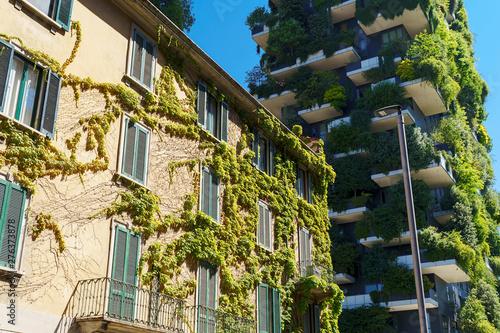 Autocollant pour porte Milan Bosco Verticale (Vertical Forest) in Milan city, Italy