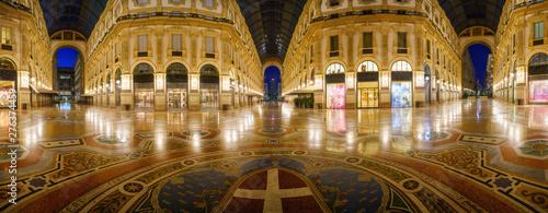Autocollant pour porte Milan Galleria Vittorio Emanuele II interior at night in Milan city, Italy