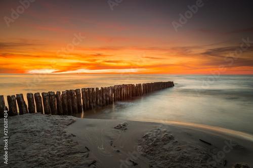 Foto auf Gartenposter See sonnenuntergang Landscape of sea shore - long exposure photo of shoreline