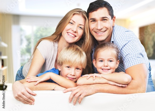 Poster Personal Young family at home smiling at camera