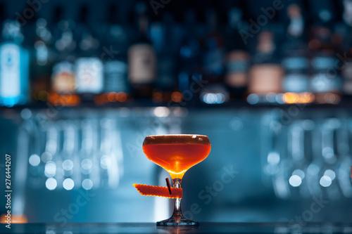Fotografía  glass of fresh orange cocktail on blue background