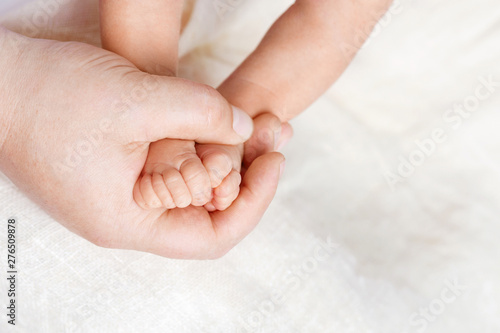 Obraz  Newborn baby feet in father hands. Father holding legs of the kid in hands. Close up image.  Beautiful conceptual image of parenthood - fototapety do salonu