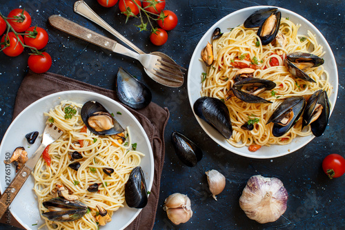 Foto Spaghetti with mussels and tomatoes
