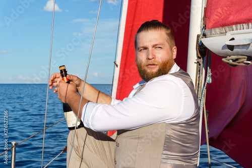 Fotomural  yachtsman with a bottle of sparkling wine