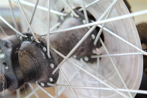 Photo Closeup detail of a bicycle wheel.