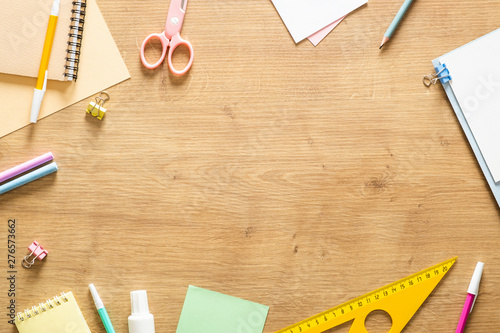 Photo  Flat lay school stationery on a wooden background