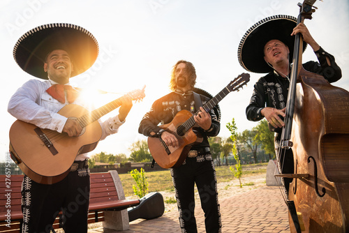 Fotomural Mexican musicians mariachi band street concert