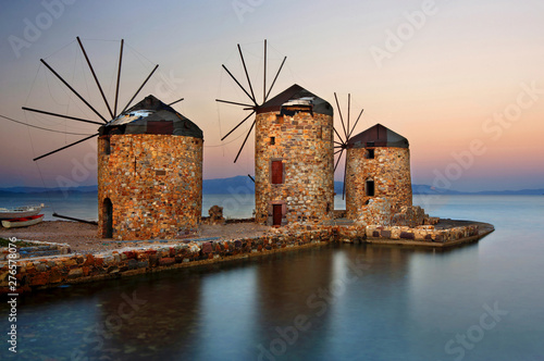 Beautiful windmills right by the sea in Chios town, Chios island, North Aegean, Tableau sur Toile