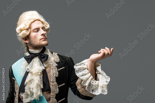 Fotografie, Obraz pompous victorian gentleman in wig standing and gesturing isolated on white